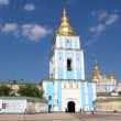 Mikhailovsky Golden-Domed Monastery on Mikhailovskaysquare in Kiev, Ukraine — Stock Video #21495285