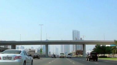 Tráfego da cidade de dubai, nos emirados árabes unidos — Vídeo Stock