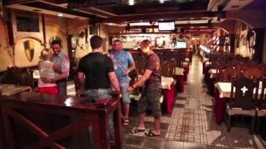 Young people dancing at a restaurant — Video Stock