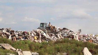 Bulldozer on landfill — Stock Video