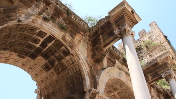 Ancienne porte de l'empereur romain adrian à antalya turquie de centre ville — Vidéo