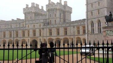 WINDSOR, ENGLAND, NOVEMBER 15, 2012: Guardsman of the Windsor Castle, England, November 15, 2012 — Stock Video