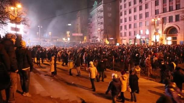 Ucrania, Kiev, 19 de enero 2014: la protesta contra el gobierno en Kiev, Ucrania — Vídeo de stock