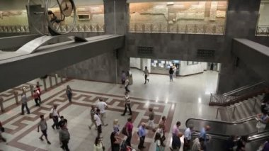 People inside Syntagma metro station — Video Stock
