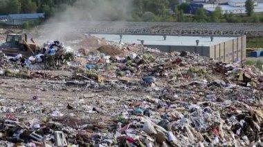 Bulldozer in the dump — Vídeo de Stock