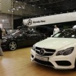 White Mercedes-Benz E-class at automotive-show — Stock Video #39729099