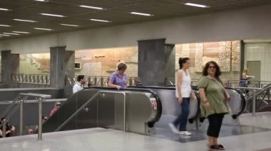 People inside metro station — Stock Video