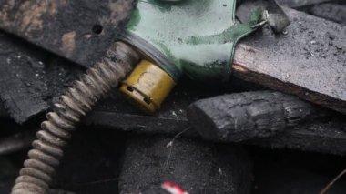 Gas mask is lying on the barricades in Kiev, Ukraine — Stock Video