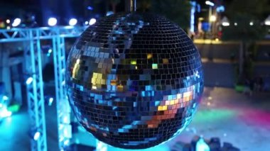 Spinning glitterball — Stock Video