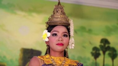 Traditional Apsara dance in local restaurant in Siem Reap city, Cambodia — Stock Video
