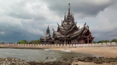 Sanctuary of Truth - wooden temple in Pattaya, Thailand — Stok video