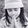Little girl praying — Stock Photo