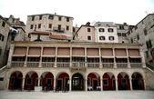 La logia y palacio en sibenik, croacia — Foto de Stock