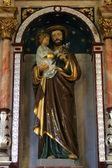 圣约瑟夫举行耶稣宝宝 — 图库照片