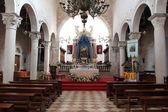 Pag で聖母マリアの仮定の教会の祭壇 — ストック写真