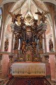 El altar principal en la iglesia de la santísima virgen maría - taborsko, croacia — Foto de Stock