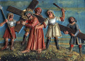 Simon of Cyrene carries the cross — Stock Photo