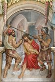 Soldiers plaited a crown of thorns, and put it on Jesus head — Stock Photo