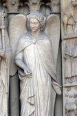 Engel, kathedrale notre dame, paris, portal der jungfrau — Stockfoto