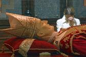 祝福された alojzije ・ ステピナツ、ザグレブ大聖堂の石棺 — ストック写真