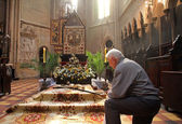 Pray in front of God's tomb — Stock Photo