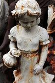 Figurki ogrodowe na pchlim targu. paris, francja. — Zdjęcie stockowe