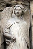 Anděl, katedrála notre dame, paříž — Stock fotografie