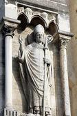 Papež socha na katedrále notre dame, paříž — Stock fotografie