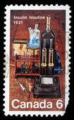 Stempel gedruckt von kanada, zeigt laborgeräte zur entdeckung von insulin — Stockfoto