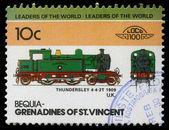 марку, напечатанную в гренадины сент-винсент показывает thundersley поезд 4-4-2т, 1909 u.k — Стоковое фото