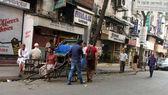 Rickshaw man waits for the customers on the streets, Kolkata, India — Stock Photo