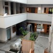 The inner courtyard at Mother House, where Mother Teresa used to live, Kolkata, India — Stock Photo