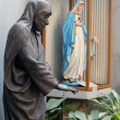 Statue of mother teresa in Mother house, Kolkata, India — Stock Photo
