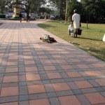 Homeless people sleeping on the footpath of Kolkata, India — Stock Photo