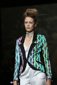 Fashion model wearing clothes designed by Tramp in Disguise on the Zagreb Fashion Week — 图库照片