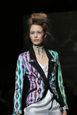 Fashion model wearing clothes designed by Tramp in Disguise on the Zagreb Fashion Week — ストック写真