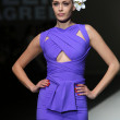 Fashion model wearing clothes designed by S.Dresshow on the Zagreb Fashion Week show — Foto de Stock