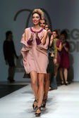 Fashion models wearing clothes designed by Iggy Popovic on the Zagreb Fashion Week show — Stockfoto