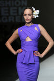 Fashion model wearing clothes designed by S.Dresshow on the Zagreb Fashion Week show — Стоковое фото