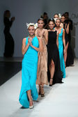 Fashion model wearing clothes designed by S.Dresshow on the Zagreb Fashion Week show — Stock Photo
