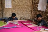Boys working on the decoration of textiles in Kumrokhali, India — Stock Photo