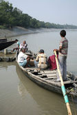 Wooden boat crosses the Ganges River in Gosaba, West Bengal, India. — Stock fotografie