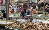 Street trader sell vegetables outdoor in Kolkata India — Foto Stock