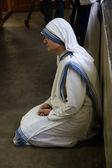 Siostry misjonarki miłości matki teresy na mszy w kaplicy domu matki, kolkata — Zdjęcie stockowe