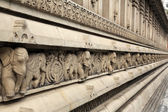 Stone carvings in Hindu temple Birla Mandir in Kolkata, India — Stock Photo
