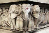 Stone carvings in Hindu temple Birla Mandir in Kolkata, India — Стоковое фото