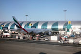 Emirates Airbus A320 at Dubai Airport — Stock Photo