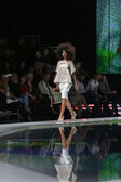 Fashion model wearing clothes designed by Marina Design on the 'Fashion.hr' show in Zagreb, Croatia — Fotografia Stock