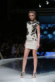 Fashion model wearing clothes designed by Martina Felja on the 'Fashion.hr' show in Zagreb, Croatia — Stockfoto