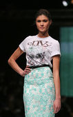 Fashion model wearing clothes designed by Envy Room on the 'Fashion.hr' show — Foto Stock